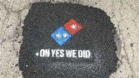 美國,PIZZA,披薩,達美樂,鋪路,馬路,修補 圖/翻攝自鏡報