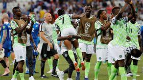 奈及利亞擊敗冰島後,球員們欣喜若狂。(圖/路透/達志影像)