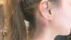 一顆小星星代價4千元!馬尾妹刺青完傻眼 網笑:燙傷疤痕 圖翻攝自爆料公社