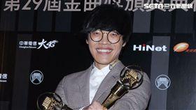 盧廣仲以《魚仔》一曲接連獲得最佳作曲人與年度最佳歌曲獎。(圖/記者邱榮吉攝影)