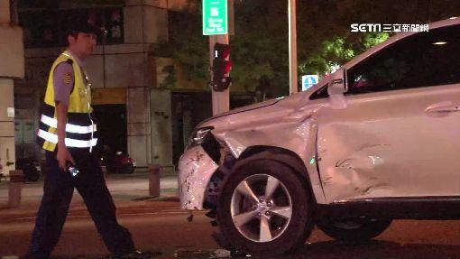 疑闖燈高速撞轎車 19歲騎士噴飛命危