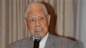 李登輝提醒中國:台灣不會是你的敵人前總統李登輝今晚在沖繩(琉球)演說時表示,他要提醒中國,台灣不會是中國的敵人,中國的最大的敵人是真民主、真自由。他說,有一天台灣將以自己的名字走進國際社會。中央社記者楊明珠沖繩糸滿攝 107年6月24日