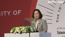 蔡英文總統出席「台灣民主基金會15周年開幕典禮」。(圖/記者盧素梅攝)