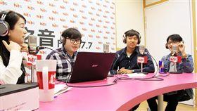 文大學生葉聖平、陳學霈談大群館問題 圖/Hit Fm《蔻蔻早餐》製作單位提供