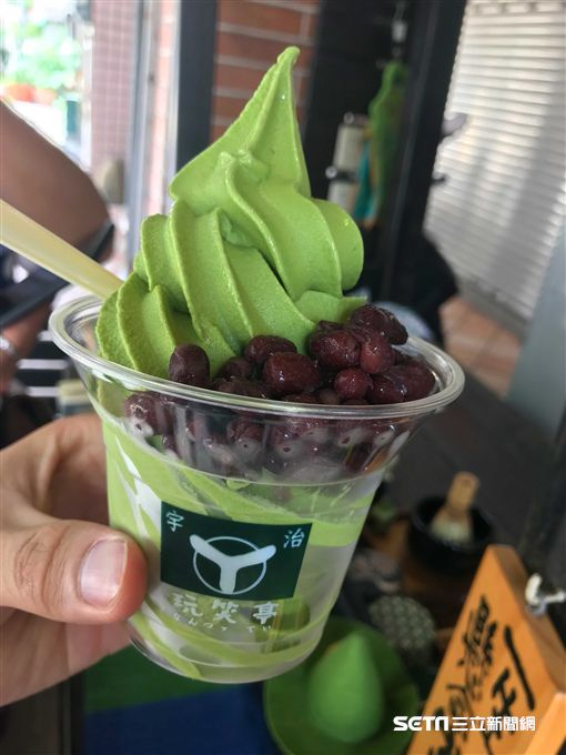 高雄玩笑亭西瓜霜淇淋,西瓜冰。(圖/記者簡佑庭攝)