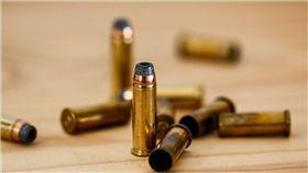 手槍,子彈,彈藥 圖/pixabay