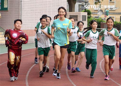 鐵人辣媽賈永婕擔任跑步大使推廣校園跑步運動,建立親子跑步習慣秘訣。(記者邱榮吉/攝影)
