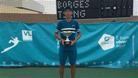 曾俊欣贏得個人第2場職業賽事冠軍。(圖/曾育德提供)