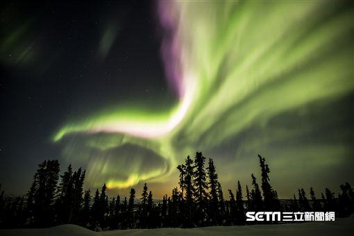 加拿大風景,極光,洛磯山脈。(圖/加航提供)