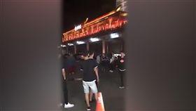 中和,烘爐地,香腸攤,喝醉,校門關,鬼門開,翻攤,新北市,監視器。(圖/翻攝黑色豪門企業)