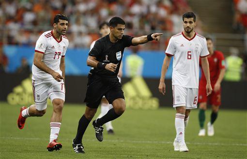 伊朗因為VAR而獲判12碼罰球。(圖/美聯社/達志影像)