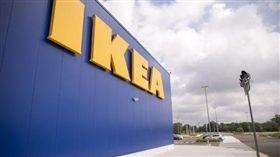 印第安納州一間IKEA發生離奇槍擊事件,還好無人傷亡。(圖/翻攝推特)