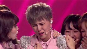 《創造101》Sunnee(楊芸晴)總決賽得知入選激動大哭。(翻攝微博)
