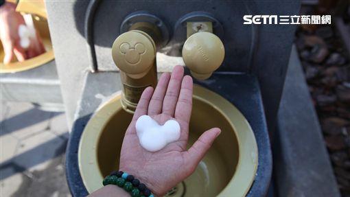 東京迪士尼米奇泡泡給皂機。(圖/記者簡佑庭攝影)
