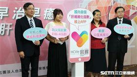 為讓民眾方便計算自己的肝纖維化指數,肝策會提供全台第一個中文介面的「肝纖維化指數」應用程式(APP),只要搜尋「HCVie」即可免費下載。(圖/記者楊晴雯攝)