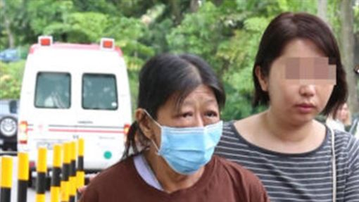 ▲楊母為女兒處理後事(圖/翻攝自《中國報》) ID-1420668