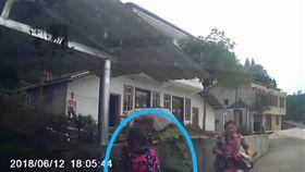 大陸/女子學開車撞死奶奶 讓教車的丈夫頂包(圖/翻攝自澎湃新聞)