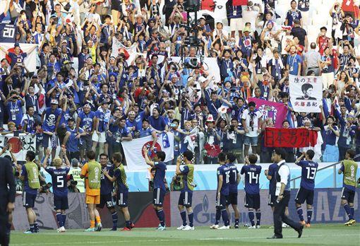 再次挺進16強,讓日本球迷興高彩烈。(圖/美聯社/達志影像)