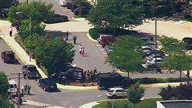 美國馬里蘭州一棟當地「首都報」(Capital Gazette)所擁有的辦公大樓遭槍手開槍攻擊釀4死20傷(圖/翻攝自推特)
