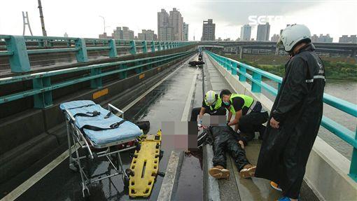 騎士,車禍,積水,自摔,無呼吸,搶救,中興橋,送醫