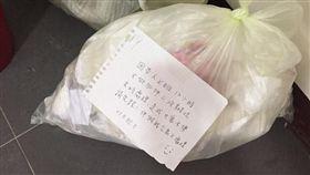 上班沒時間!鄰居「果蠅垃圾袋」全堆樓梯 圖/翻攝自爆怨公社