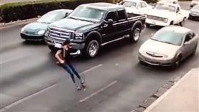 墨西哥,馬路,高跟鞋,驚悚,講電話,分心,車禍,車底 https://www.youtube.com/watch?v=-cEPsvRIEFA