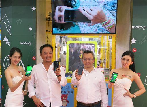 全台第一家悠遊卡娃娃機 Motorola台北街頭快閃