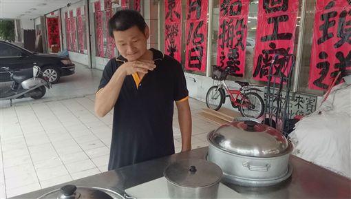台中,擺攤,水煮玉米,弱勢,腎臟癌(臉書光線提供)