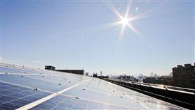 中市將補助家戶裝太陽能板 最高30萬元台中市政府為推動替代能源,規劃利用570萬元經費,明年起補助家戶裝設太陽能板,每案補助上限最高為30 萬元。(台中市政府提供)中央社記者郝雪卿傳真  106年11月20日