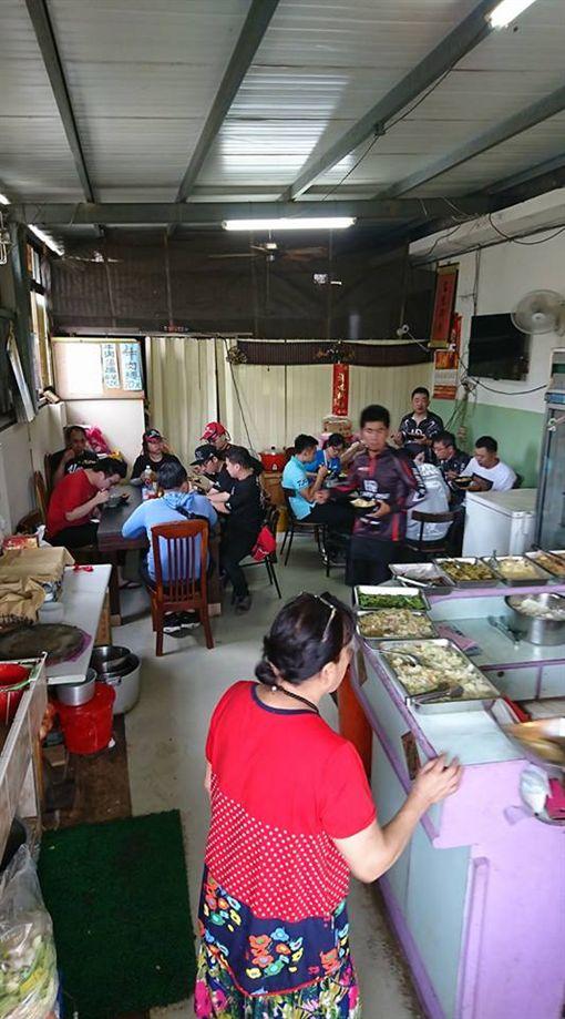 佛心!這家自助餐「50元吃到飽」 網友讚:外帶都爆滿新竹爆料公社」臉書