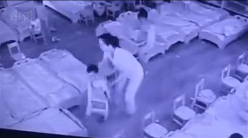 狠心!幼師抓男童重摔「後腦杓著地」 圖/澎湃新聞