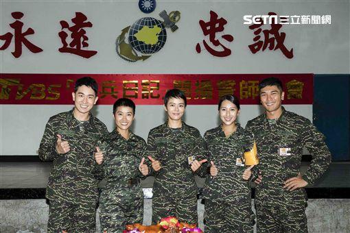 《女兵日記》主要演員陳謙文、小嫻、劉香慈、楊晴、羅平合照。(圖/TVBS提供)
