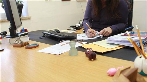 公司,女性,職場,結婚,主管,應徵,面試https://www.flickr.com/photos/masaisrael/6802419683/in/photolist-bn7bnZ-jRG2L-UgPUsB-264erVJ-UxKztA-279RsjX-pbF4pV-6biSF5-dRs5Kf-4NjvMu-d5RvsN-5AzAtt-7yNP2L-5m3QdW-dHv1fR-nbFFqi-