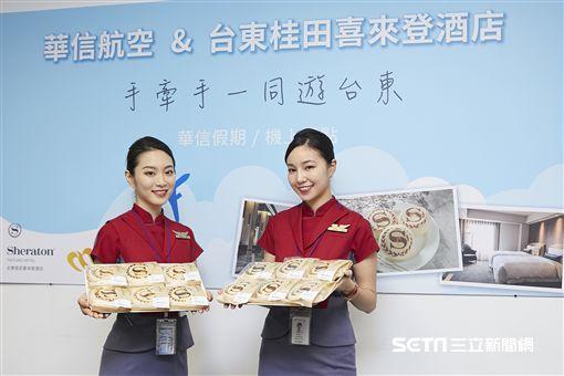 華信與台東桂田喜來登酒店合作,晚班機上提供雙紅寶石養生麵包餅。(圖/華信航空提供)