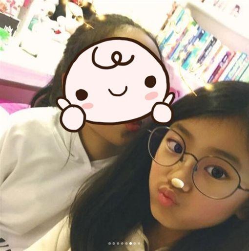 賈靜雯與梧桐妹合照