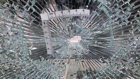 新北市,永和,中和路,房仲公司,石頭,落地窗,破裂