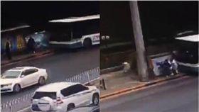 影/驚悚畫面曝光!公車未減速衝上車站 釀1死9傷 圖/翻攝自微博