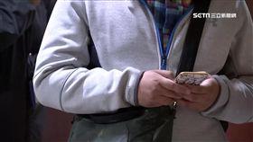 -低頭族-滑手機-