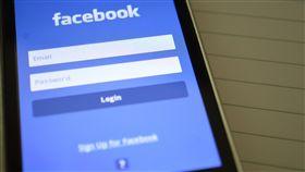 ▲臉書和52家公司分享用戶資料(圖/翻攝自Pexels)