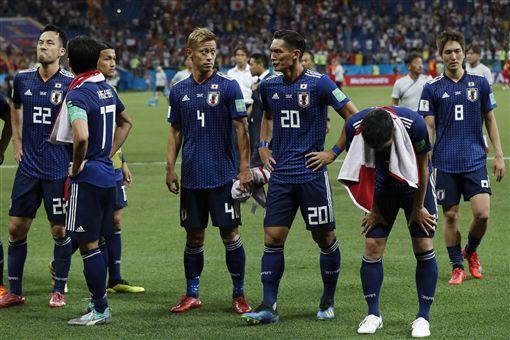 ▲日本球員賽後在場中痛哭。(圖/美聯社/達志影像)