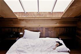 床,女人(圖/翻攝自pixabay)