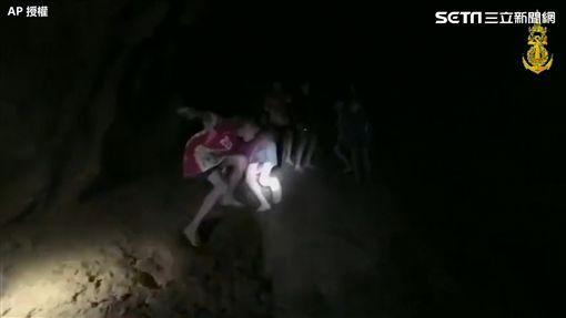失聯,失蹤,泰國,洞穴,泰國,足球隊(圖/翻攝自AP影音)