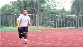 劉振民,跑步,義肢,門諾醫院(圖/翻攝自臉書門諾公益)