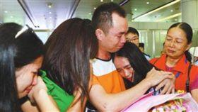走失被領養!苦尋13年找到生父 女崩潰痛哭:不記得你… 圖/翻攝自《中山網》