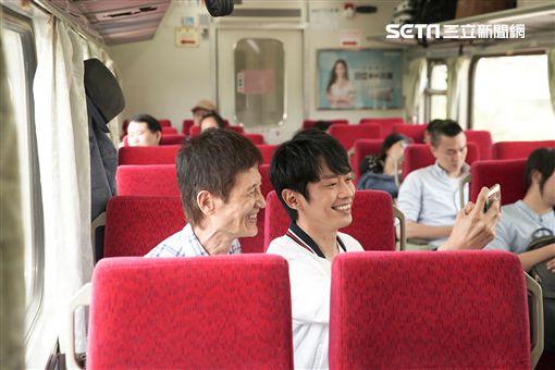 拍攝三立華劇「一千個晚安」張棟樑首次體驗火車上拍戲