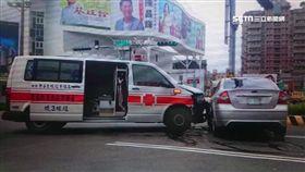 救護車半路遭撞! 病患