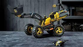 Lego打造Volvo自駕工程積木模型車。(圖/翻攝Lego網站)