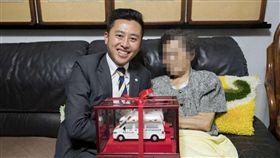 9旬嬤罹中風,仍堅持用畢生積蓄捐贈救護車,完成心願。(圖/新竹市府提供)