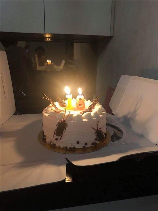 收到這款生日蛋糕,網友氣到想打人。(圖/翻攝爆料公社)