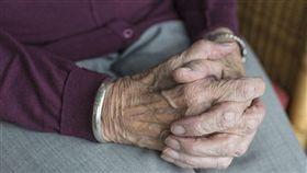 老人、老婦人、阿嬤、奶奶、獨居老人示意圖/pixabay